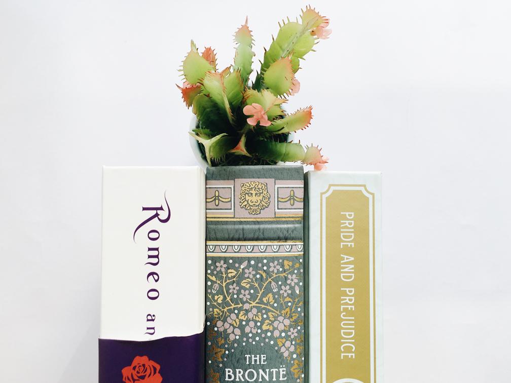 Livros da minha estante com diferentes edições